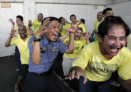 Laughter Yoga in Philippines Prison