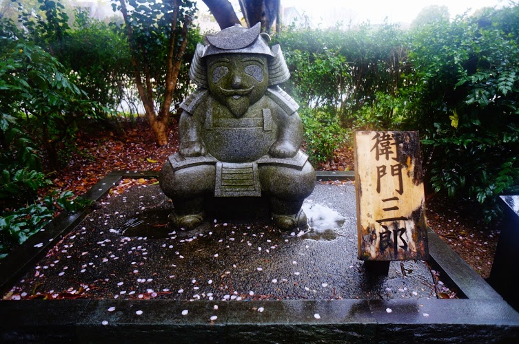 A Statue of Rokuemon (六右衛門)