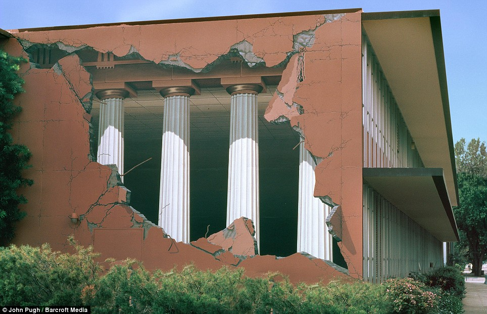 Astonishing 3D murals painted on the sides of buildings
