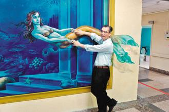 3D-illusion: Mermaid swims out